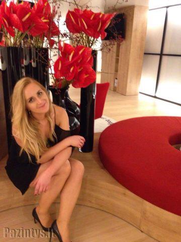 Sandra, 32, Hazelnut,